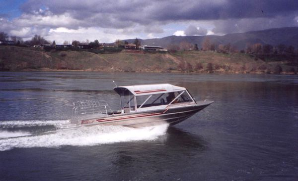 26′ Single Gasoline Outfitting Guide Boat