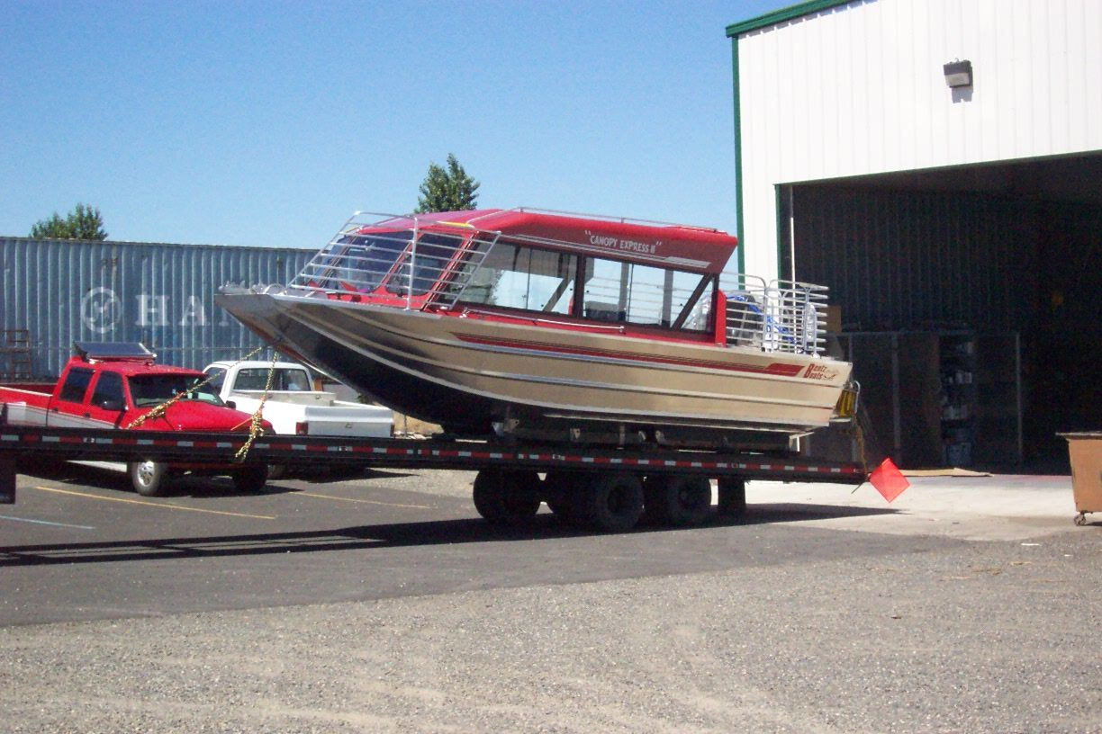 28′ Twin Gasoline Tour Boat