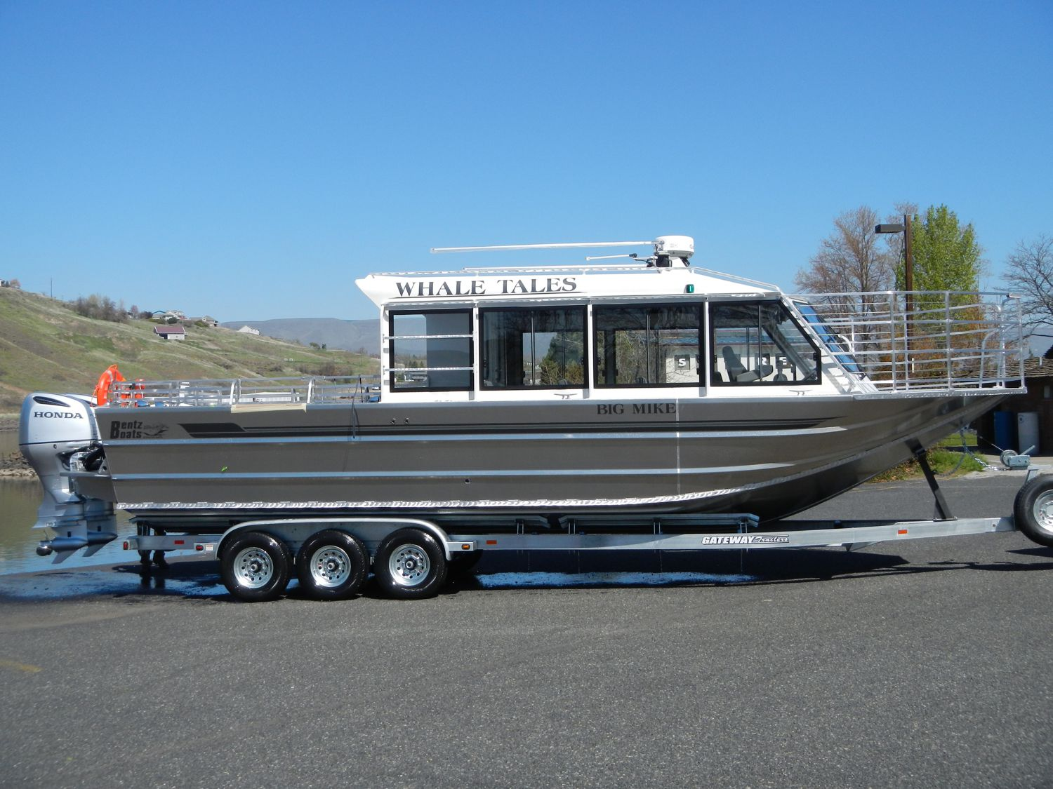 32' Twin Outboard